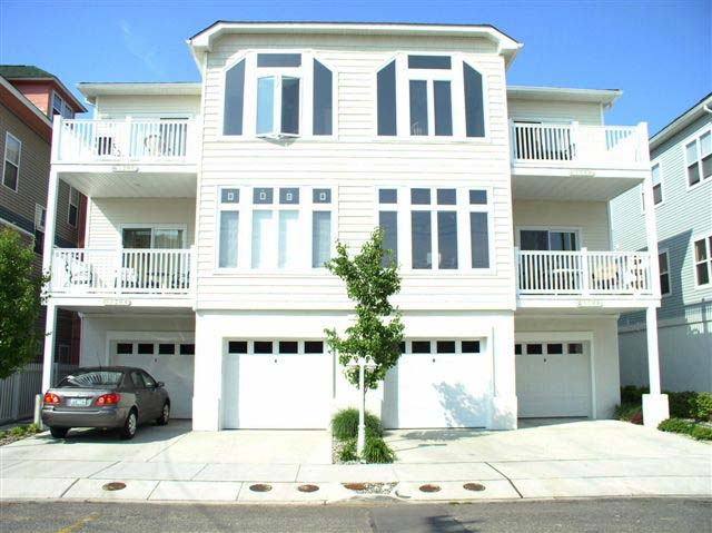 Wildwood Condo on Maple Avenue