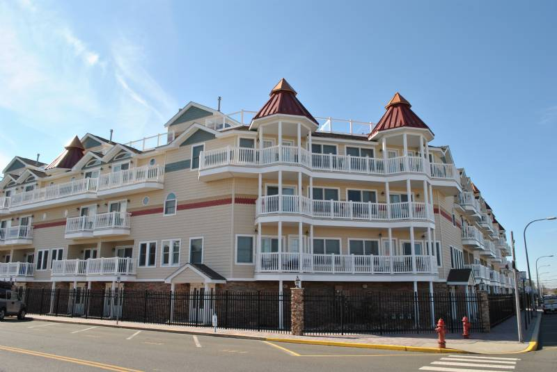 Seaside Heights Luxury 4BR Townhome w/Ocean Views, Private Roof Terrace