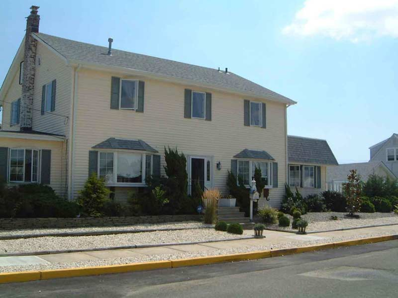 Pt Pleasant Beautiful Beach House w/Pool-7 Bedrooms,3 full Baths, New Kitchen