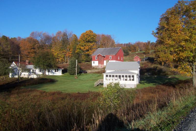 Roscoe 2 Beautiful Farmhouses on Private Lake-112 acre Estate-Sleeps 20