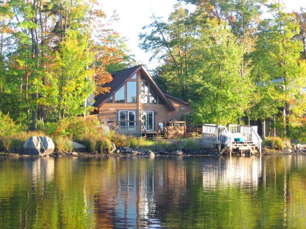 Tobyhanna Beautiful Lakefront Chalet w/ Kayak&Paddleboat