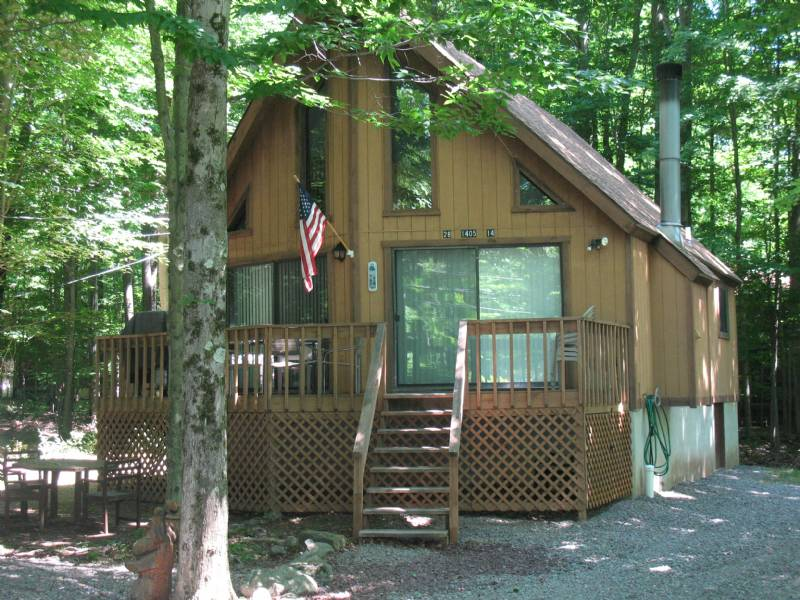 Arrowhead Lakes Relaxing Chalet Within Walking Distance to Pool and Lake