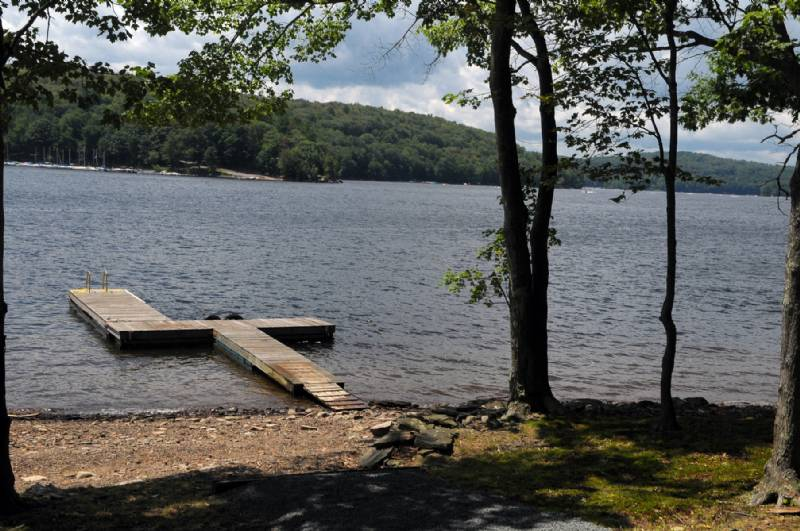 Lake Wallenpaupack Charming Lakefront House with Your Own Dock