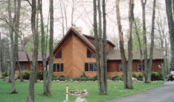Poconos Excusive Rental on the Golf Course in Lake Harmony